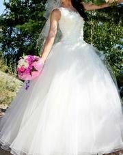 продаю красивое изящное и удобное свадебное платье