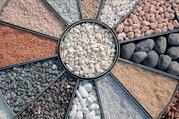 Щебень,  песок,  земля и другие строительные материалы